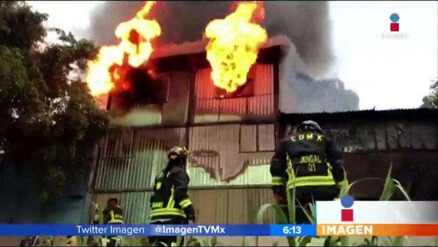 Se incendia una bodega en la delegación Gustavo A. Madero