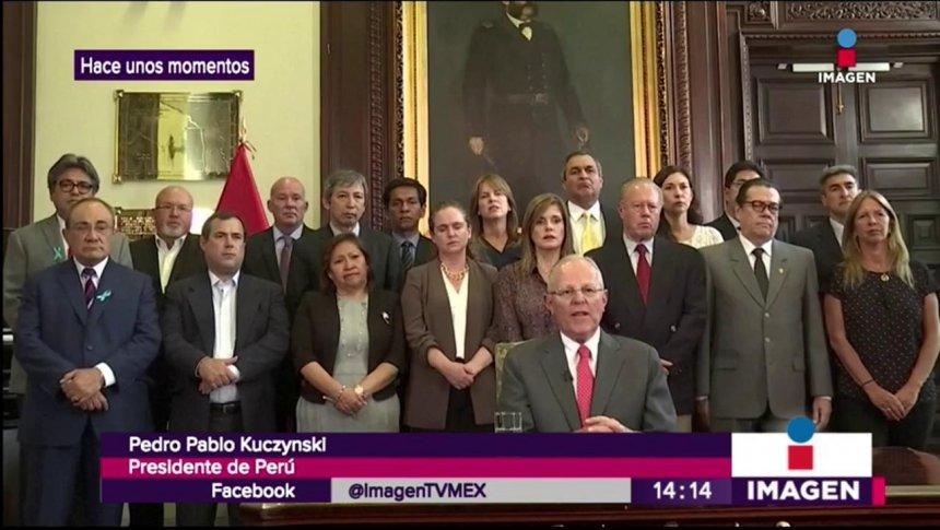 Presidente de Perú renuncia a su cargo por corrupción