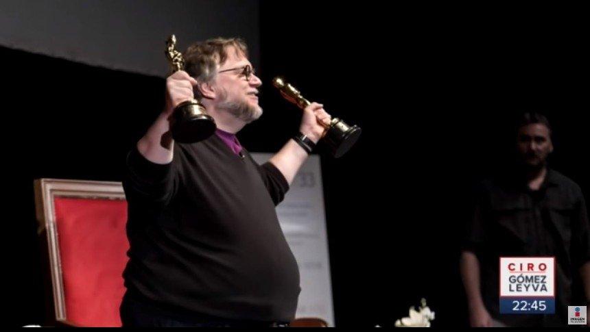 Guillermo del Toro pagará boletos de avión a estudiantes