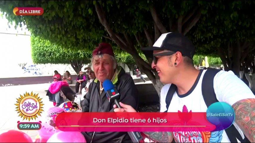 Sajid le dio día libre a don Elpidio, un vendedor de globos